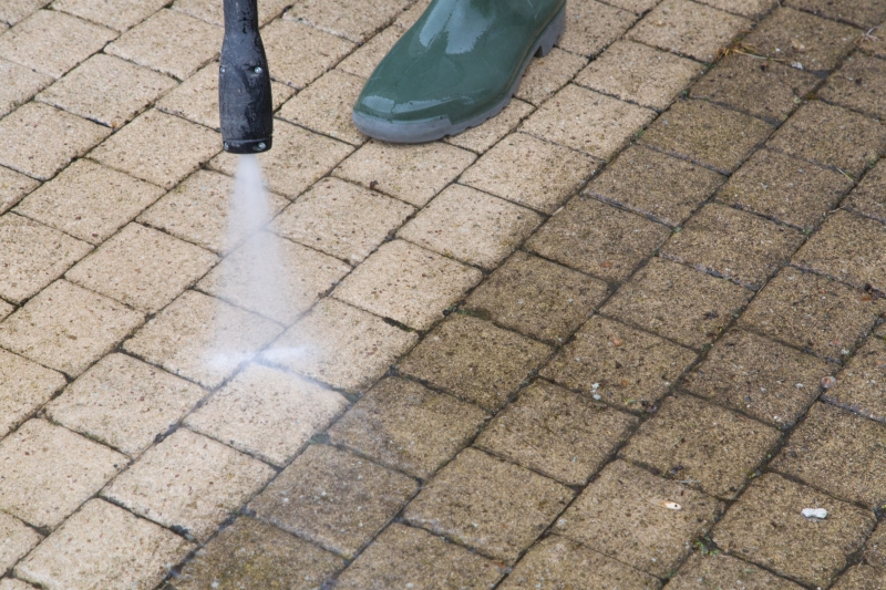 average cost of pressure washing a driveway
