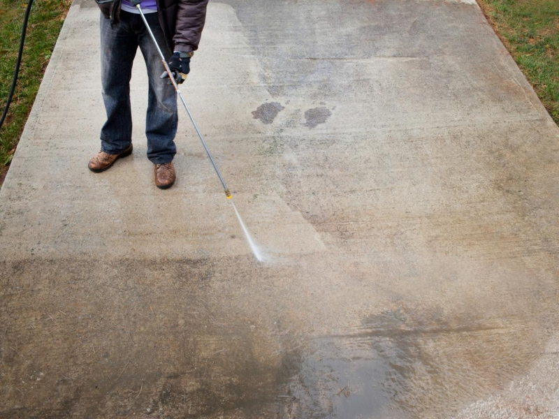 how much to charge to pressure wash a house